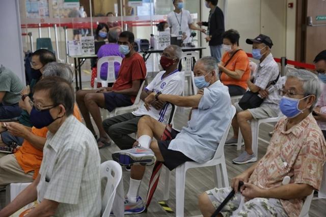 Singapore bắt đầu chương trình tiêm mũi vaccine tăng cường vào ngày 15/9. Ảnh: Straits Times.