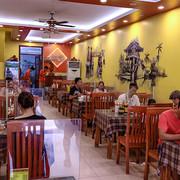 Từ 6h ngày mai, nhà hàng, cơ sở kinh doanh dịch vụ ăn, uống ở Hà Nội được phục vụ tại chỗ