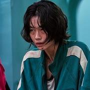 Từ 'Squid Game' nhìn thấy cuộc sống ngập trong đống nợ của người Hàn