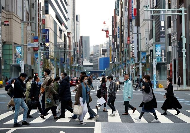 Số ca mắc Covid-19 mới tại Nhật Bản giảm xuống mức thấp nhất trong hơn một năm qua. Ảnh: Reuters.
