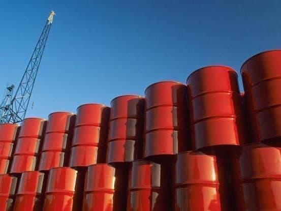Giá dầu vượt 85 USD/thùng