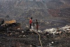 Thiếu cung, 'ông lớn' than Ấn Độ phải cắt giảm bán cho ngành thép, nhôm