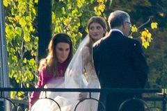Hình ảnh hiếm hoi tỷ phú Bill Gates cùng vợ cũ dắt tay con gái vào lễ đường đám cưới 2 triệu USD