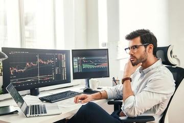 Khối ngoại bán ròng trở lại 660 tỷ đồng trong phiên 18/10, HPG vẫn bị 'xả' mạnh