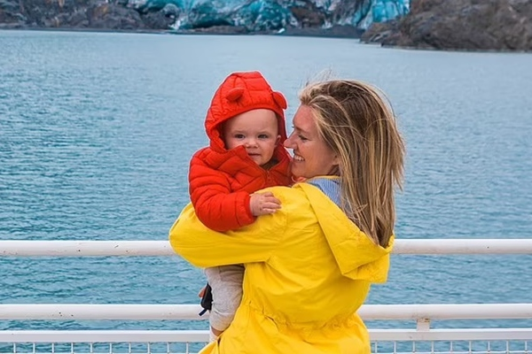 Bé trai Mỹ mới một tuổi đã đi 45 chuyến bay, kiếm nghìn USD về cho mẹ