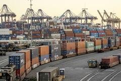 Khủng hoảng chuỗi cung ứng thêm tồi tệ vì làn sóng mua trong hoảng loạn