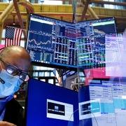 Phố Wall trái chiều, Dow Jones chạm đỉnh lịch sử mới trong phiên