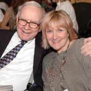 Chân dung con gái của Warren Buffett – người vừa được chọn vào HĐQT của Berkshire Hathaway