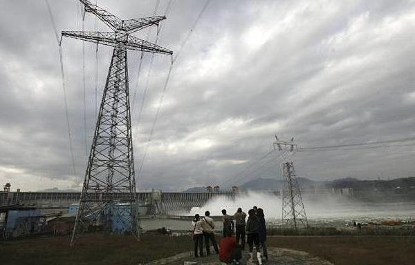 Trung Quốc tăng cường nhập khẩu điện từ láng giềng