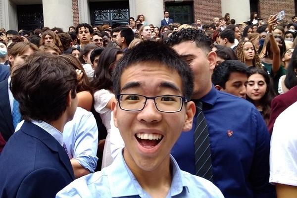 Một ứng dụng của sinh viên Harvard đang gây tranh cãi về đạo đức