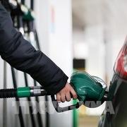 Giá xăng tăng lên mức cao kỷ lục mới tại Anh