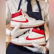 Bỏ hơn 1 triệu USD mua đôi giày Nike cũ