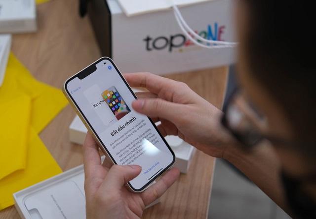 Không còn iPhone 13 xách tay, đại lý chính hãng thắng lớn