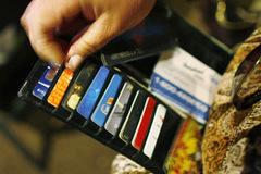Nhiều tài khoản ngân hàng bỗng dưng 'bốc hơi' hàng chục triệu đồng